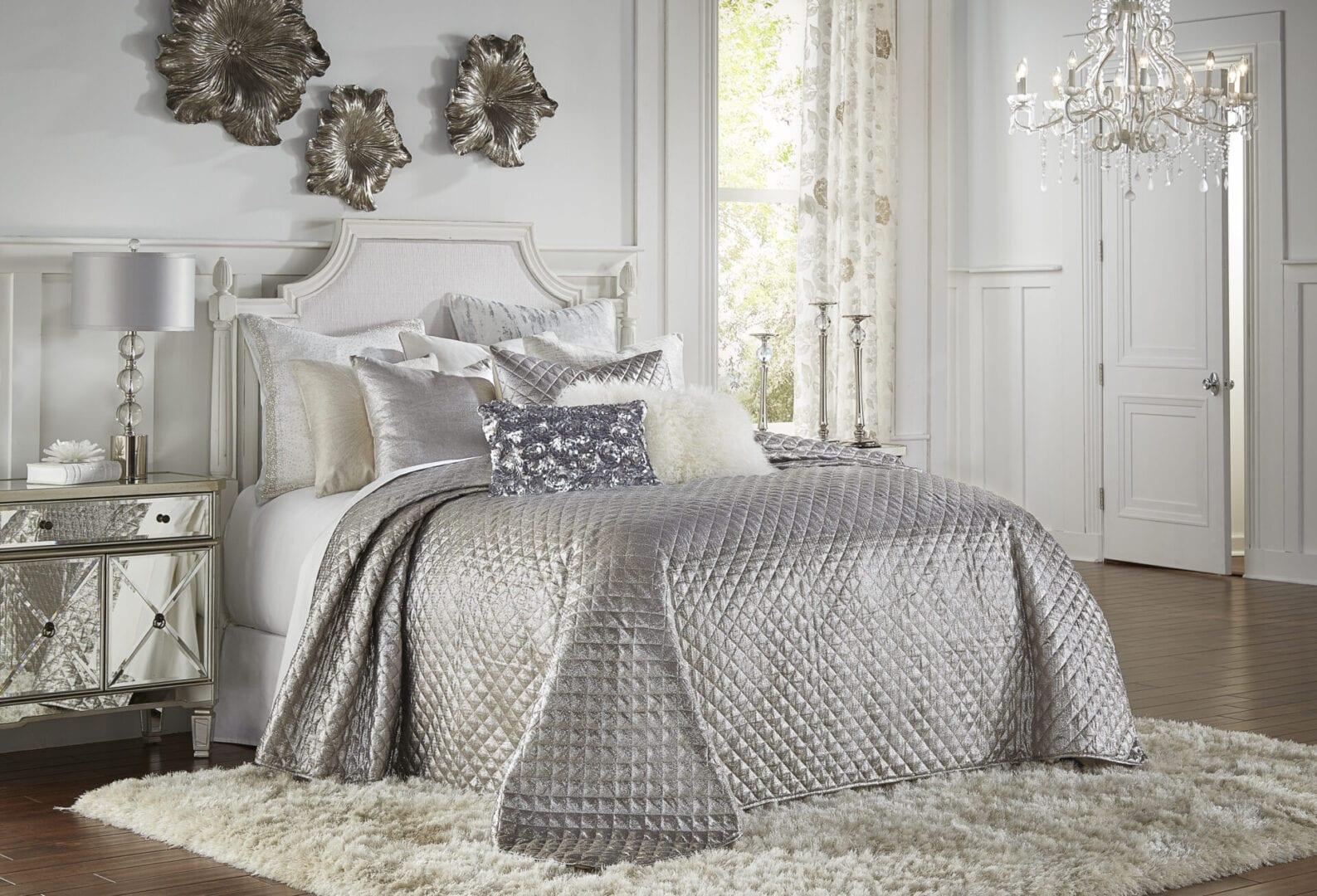Aura Bedding Quilt ~ Silver